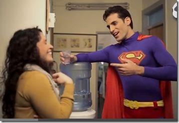 וורצמן, מחופש לסופרמן, שומר נגיעה מבת שירות