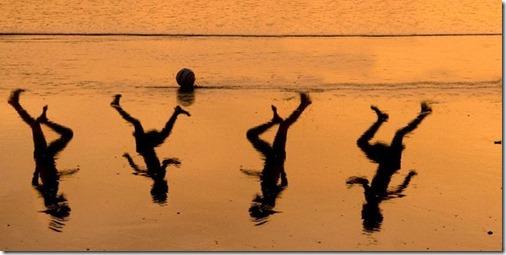 ארבעה ילדים וכדור. עמיר שיבי